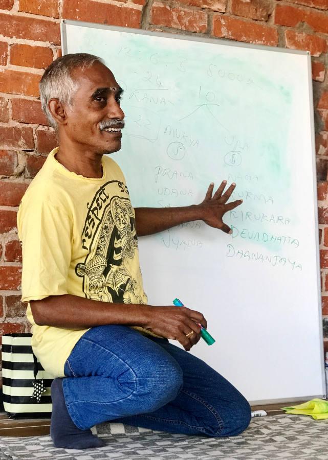 Доктор Мадаван эксперт в области пранаямы и йога терапевт
